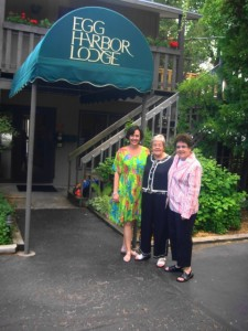 Tamra, Joyce and Nancy before dinner...